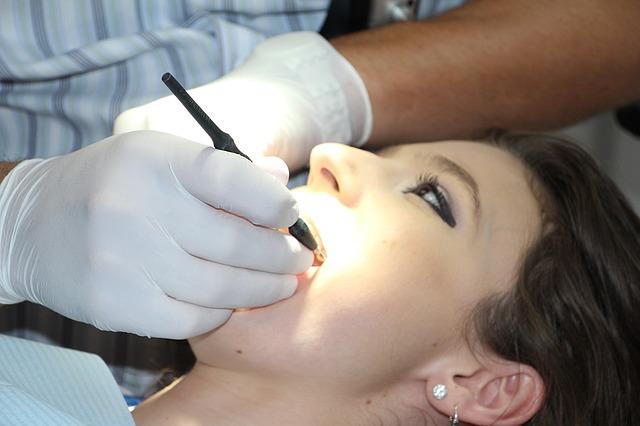 ¿Qué debe considerar para escoger un dentista?