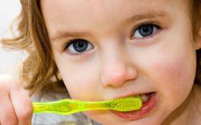 Cómo deben lavarse los dientes los niños para tener una higiene adecuada