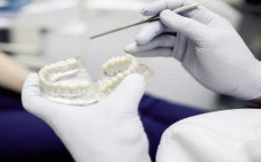 Los odontólogos son los responsables de prescribir las prótesis dentales